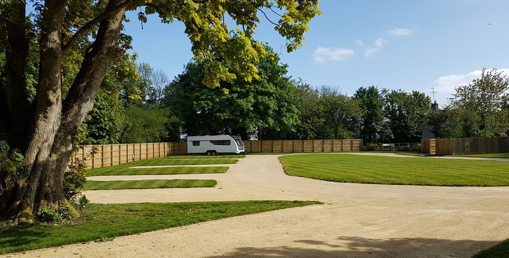 Cirencester campsites, Cotswolds caravan camping sites near Cirencester, Tetbury camping
